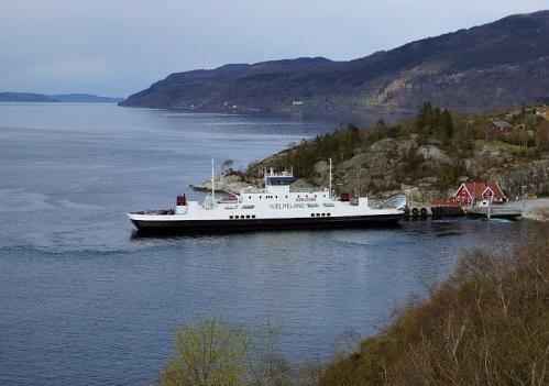 Hydrogen_Electric_Ferry_at_Hjelmeland